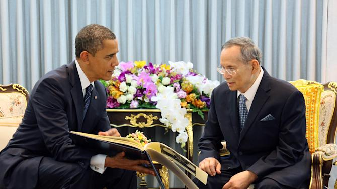 in this photo provided by Thailand's Royal Household Bureau, U.S. President Barack Obama, left, talks with Thai King Bhumibol Adulyadej at Siriraj Hospital in Bangkok, Sunday, Nov. 18, 2012. (AP Photo/Royal Household Bureau)