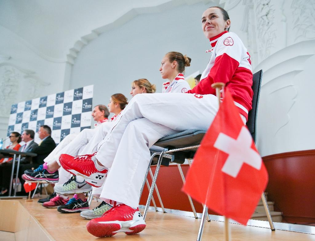 Hingis joy as Switzerland set up Czech Fed Cup semi-final