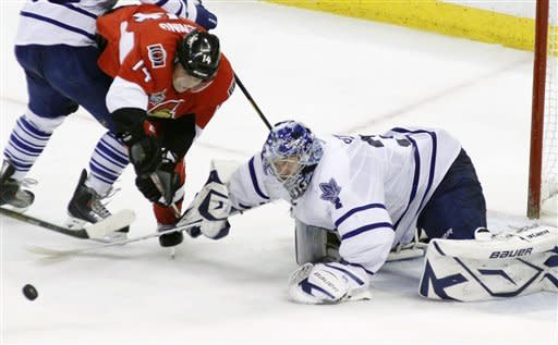 Kessel helps Maple Leafs beat Senators