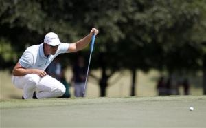 Henrik Stenson lines up his putt on the first hole during the Tour Championship golf tournament in Atlanta