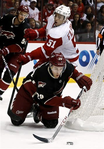 Red Wings beat struggling Coyotes 3-2