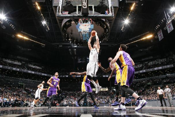 Nets keep up playoff push, beat Lakers for 3rd straight win