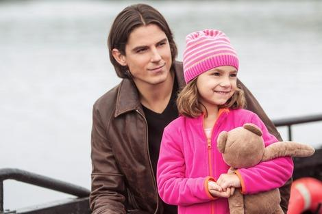"""The Vampire Diaries'' Sean Faris shares the message of 'Christmas With Holly'"
