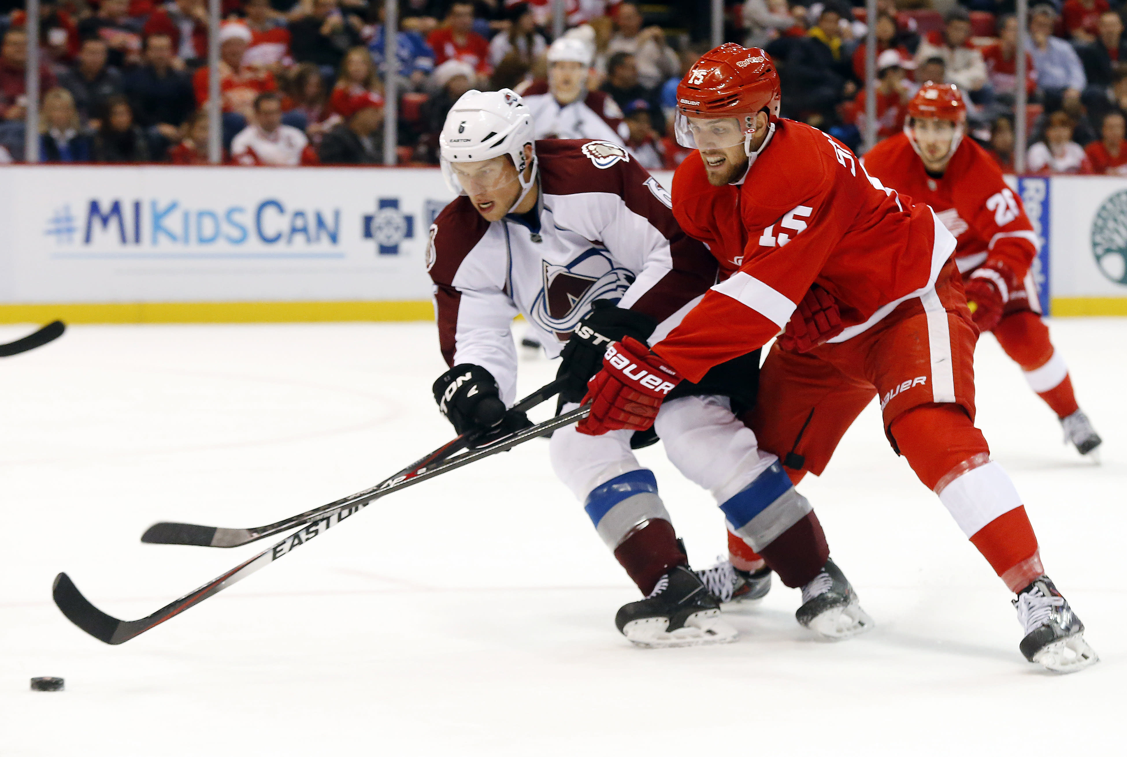 Iginla helps Avalanche beat Red Wings 2-1 in shootout