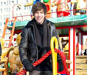 "Austin Mahone Sings ""Banga Banga"" at Macy's Thanksgiving Day Parade"