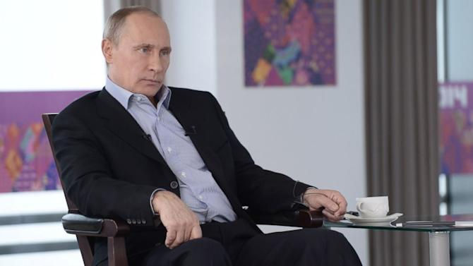 Vladimir Putin Defends Anti-Gay Law, but Vows No 'Problems' for Olympic Visitors