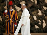 Pope Francis I passes a Swiss Guard as he leaves the Paul VI hall after an audience for members of the media, at the Vatican March 16, 2013. REUTERS/Paul Hanna