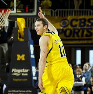 Michigan beats Michigan St 79-70 for league lead