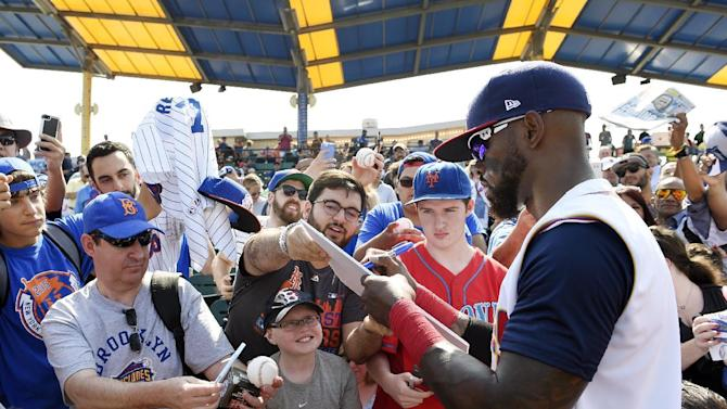 CORRECTS TO SAY THAT REYES SIGNED A MINOR LEAGUE CONTRACT WITH THE NEW YORK METS, NOT WITH THE BROOKLYN CYCLONES - New York Mets' Jose Reyes signs autographs before a minor league baseball game against the Hudson Valley Renegades, Sunday, June 26, 2016, in New York. Reyes signed a minor league contract with the Mets on Saturday. (AP Photo/Kathy Kmonicek)