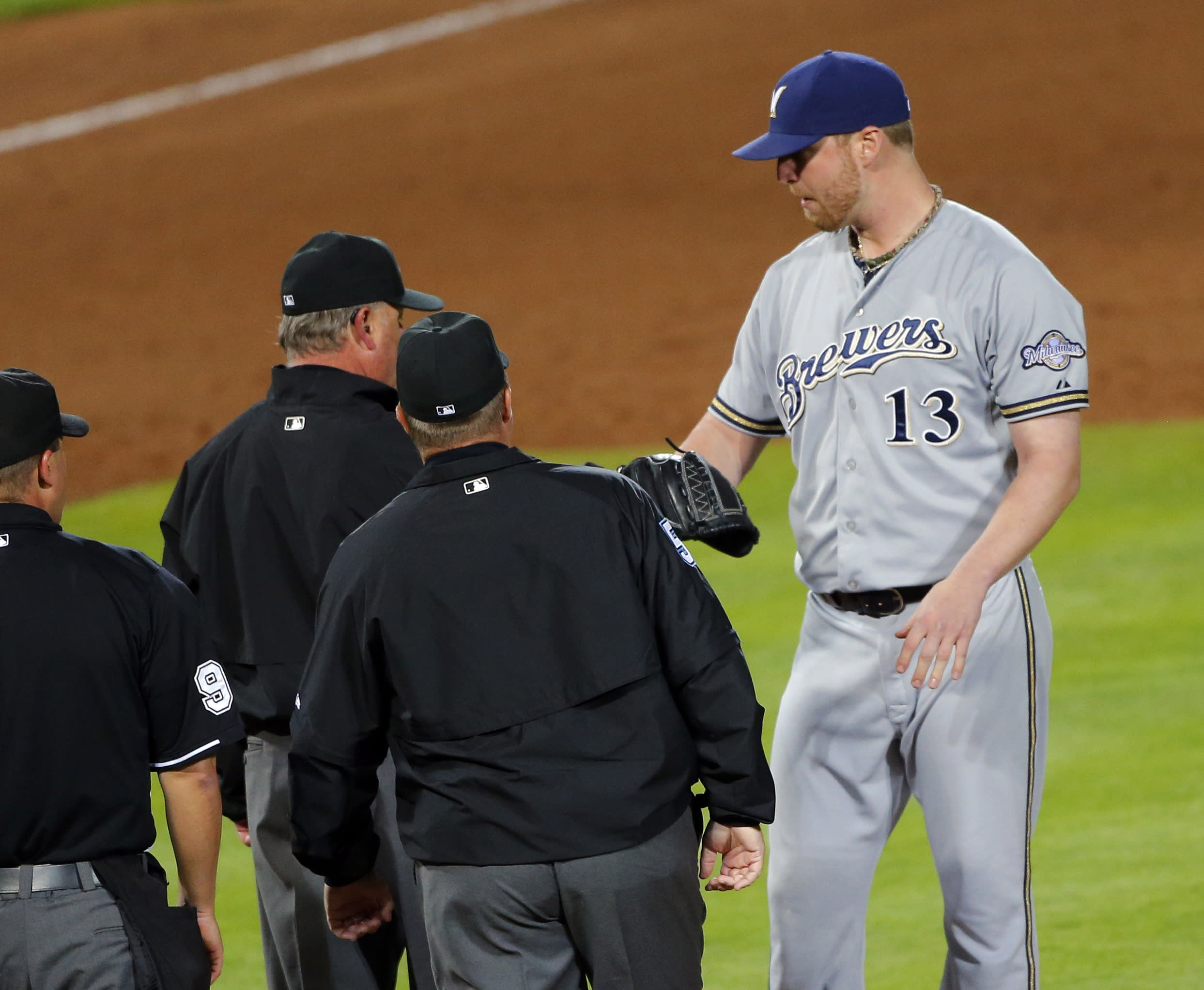 Brewers' Smith ejected for having rosin, sunscreen on arm