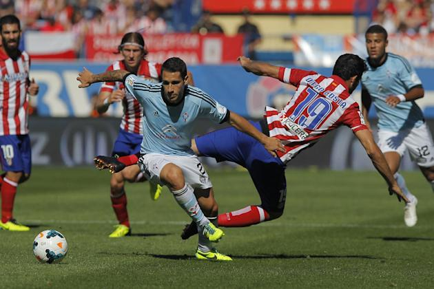Atletico de Madrid's Diego Costa from Brazil, centre right, in action with Celta de Vigo's Hugo Mallo, centre left, during a Spanish La Liga soccer match at the Vicente Calderon stadium in Madrid, Spa