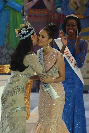 New Miss World, Megan Young (C), from the Philippines …