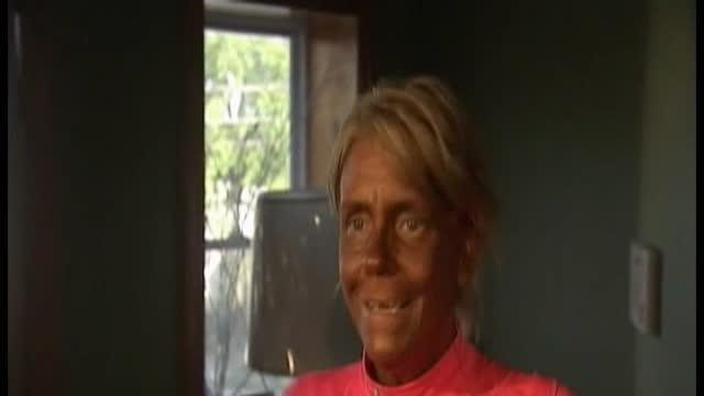 Mom arrested for taking young daughter tanning