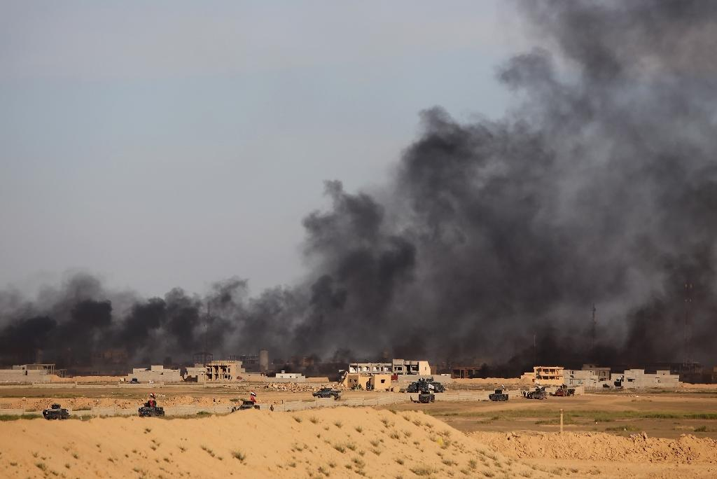 US mulling training Iraqis to call in air strikes