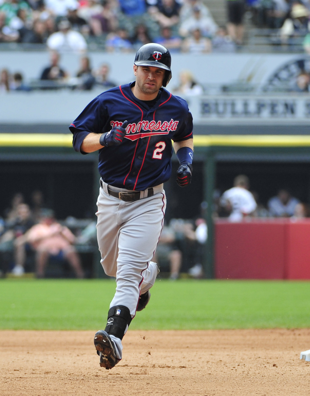 Dozier powers Twins past White Sox 8-1