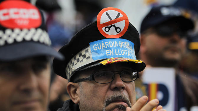 Spanish police protest govt cuts hitting them
