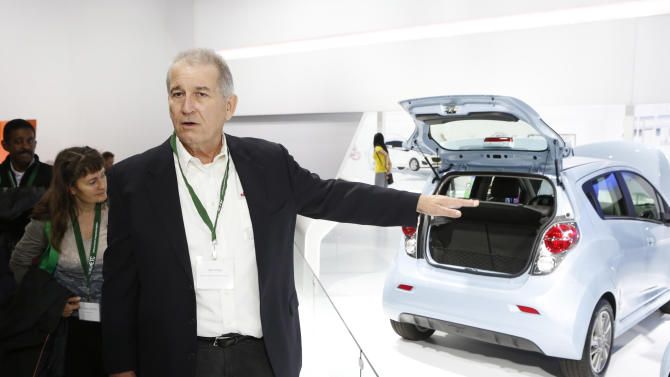 IMAGE DISTRIBUTED FOR BETTER WORLD GROUP - Edmunds Senor Editor John O'Dell gives a VIP Tour for the California Electric Transportation Coalition at the Los Angeles Auto Show on Friday, Nov. 30, 2012, in Los Angeles. (Photo by Todd Williamson/Invision for Better World Group/AP Images)