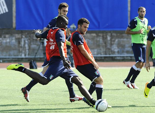 Italy's Mario Balotelli is flanked by Giuseppe Rossi, center, during a training session with their team at the Giarrusso stadium in the outskirts of Naples, Monday, Oct. 14, 2013, ahead of a 2014 FIFA