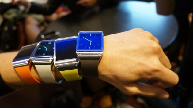 Samsung defies critics, ships 800,000 Galaxy Gear smartwatches in two months
