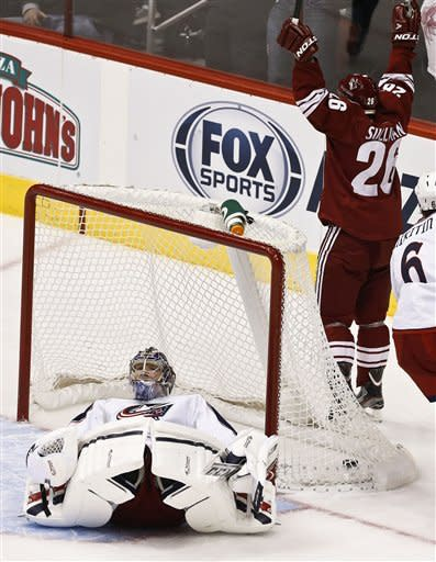 Coyotes roll to 5-1 win over Blue Jackets