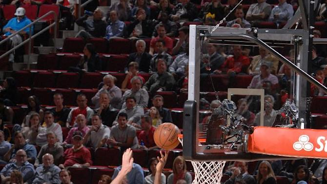 James Harden's 45 points lead Rockets over Pacers 110-98