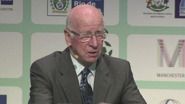 Sir Bobby Charlton doesn't see Ferguson losing... ever [AMBIENT]