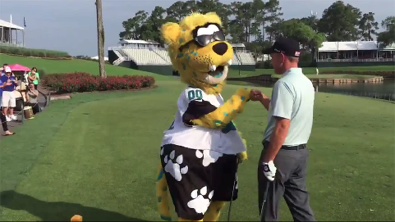 Jacksonville Jags mascot touches down to win charity par-3 contest