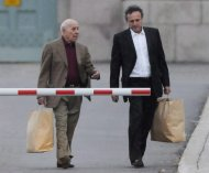 Montreal crime boss Nicolo Rizzuto leaves a Montreal prison with a member of his legal team on Oct. 16, 2008. THE CANADIAN PRESS/Graham Hughes