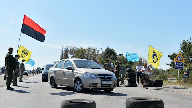 Activists block a road near to the border crossing point of Chonhar, linking mainland Ukraine to Crimea, on September 20, 2015