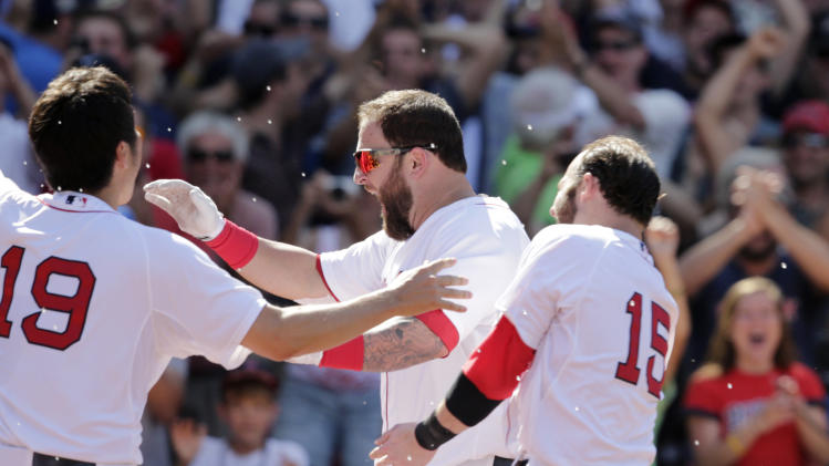 Napoli, Ortiz HR in 10th, Red Sox rally past Twins