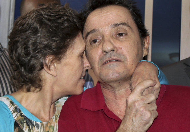 Deborah Calitz, left, kisses Bruno Pelizzari, right, as they give a news conference at the presidential palace a few hours after they were released by their captors in Mogadishu, Somalia Thursday, June 21, 2012. The two South Africans held hostage for 20 months after being kidnapped in October 2010 from a yacht by Somali pirates have been freed, Somalia's defense minister said Thursday. (AP Photo/Farah Abdi Warsameh)