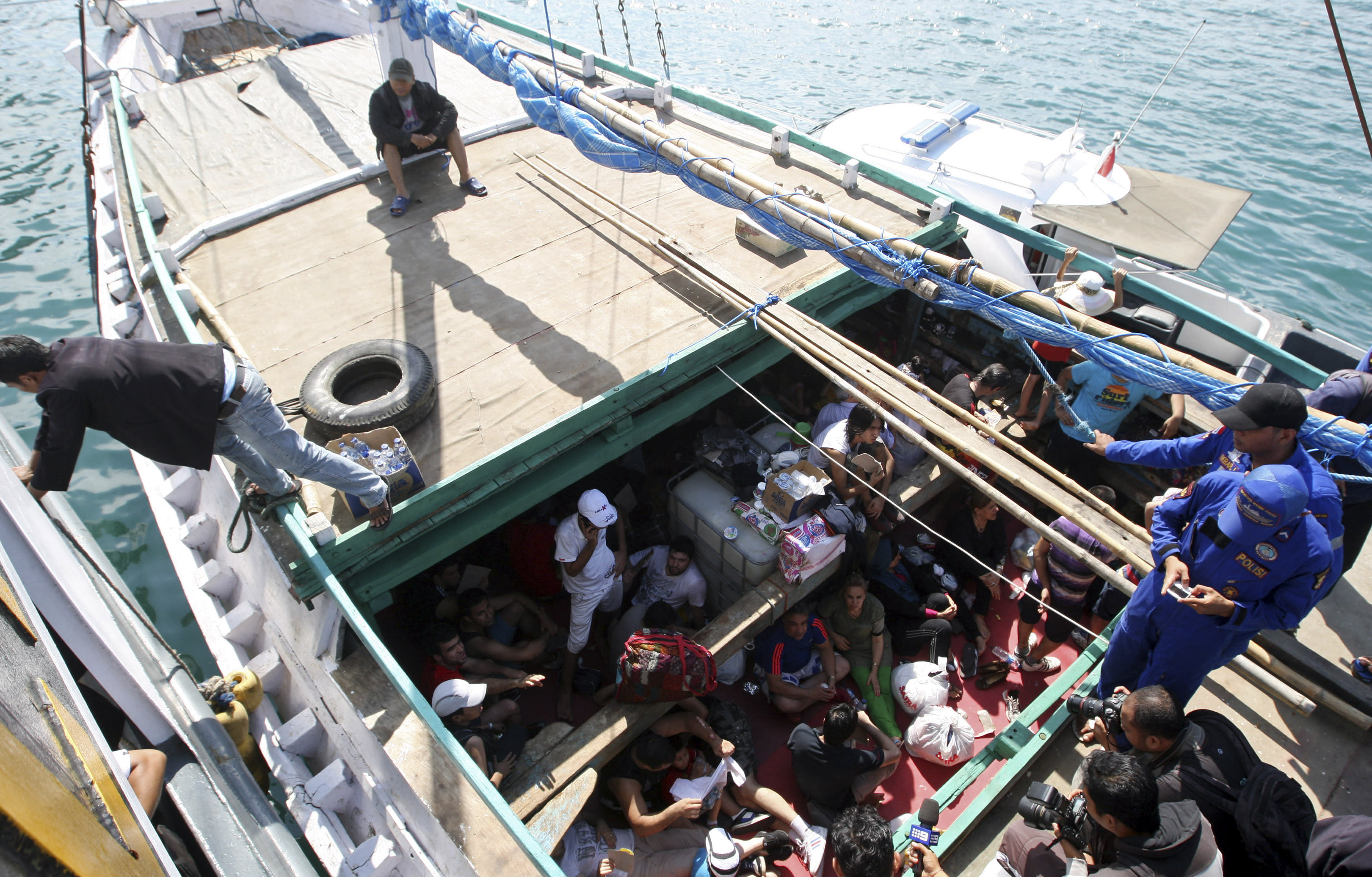 Australia in talks to send refugees to the Philippines
