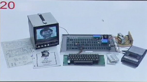 An Apple One computer from 1976 has sold for €400,000 at an auction in Cologne. It was bought by an unknown buyer via the internet.  	The former owner Rudolf Brandstötter was surprised by the amount the first computer with a screen and keyboard sold for. He has been collecting old computers for more than 10 years.