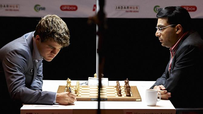 India's Viswanathan Anand, right, plays against Norway's Magnus Carlsen in the Norway Chess 2013 tournament in Sandnes near Stavanger, Norway, Thursday May 9, 2013. (AP Photo/NTB Scanpix, Kent Skibstad)  NORWAY OUT