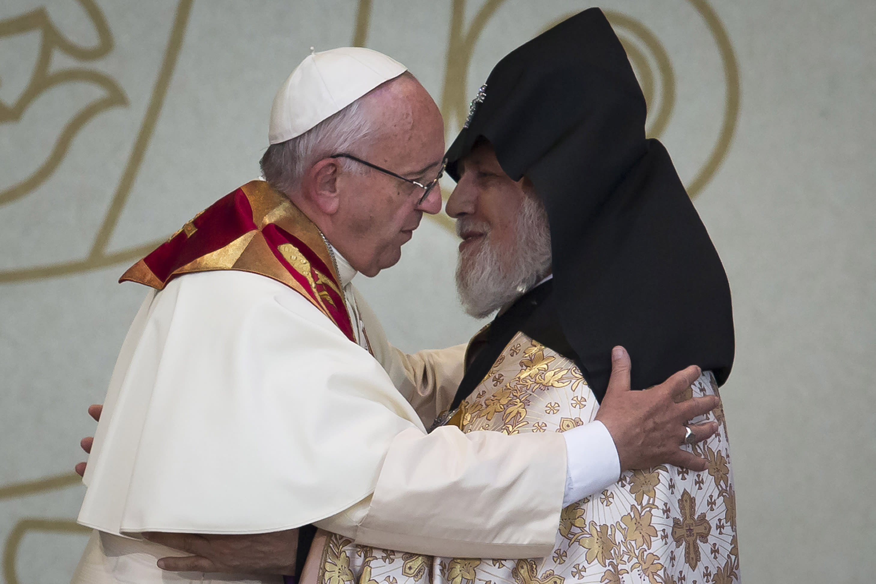 Vatican denies pope has 'Crusades' mentality over genocide