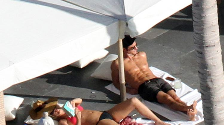 Jennifer Aniston and Justin Theroux sunbathing on their Mexico vacation