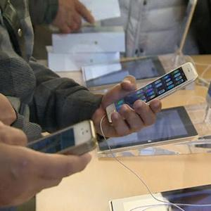 iPhone 6 sales shatter expectations