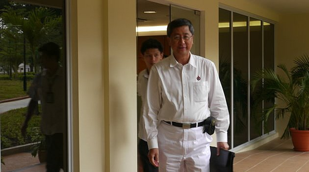 Former cabinet minister Lim Boon Heng is said to form a team which aims to win back Aljunied GRC that the PAP lost to Workers' Party in the May 7 General Election. (Yahoo! file photo)