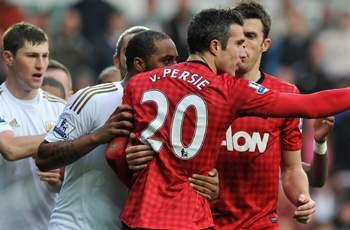 Van Persie: 'I'm surrounded by champions'