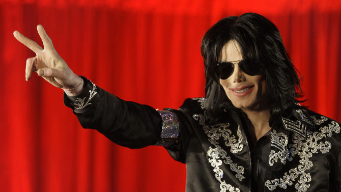 """FILE - - In this March 5, 2009 file photo, US singer Michael Jackson announces at a press conference that he is set to play ten live concerts at the London O2 Arena in July 2009. David Berman, a recording industry expert hired by Jackson's mother, Katherine, testified Monday June 17, 2013, that concert promoter AEG Live LLC created a conflict of interest by negotiating with the singer's physician for services on the """"This Is It"""" tour. Katherine Jackson is suing AEG Live, claiming it failed to properly investigate the doctor and ignored warning signs about her son's health before his death on June 25, 2009. (AP Photo/Joel Ryan, File)"""