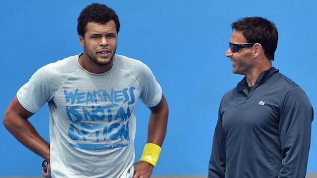 DATE IMPORTED:January 9, 2013Jo-Wilfried Tsonga speaks with his coach Roger Rasheed (Reuters)