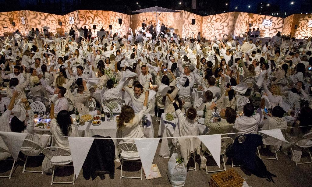 Hundreds attend London pop-up picnic dressed in white