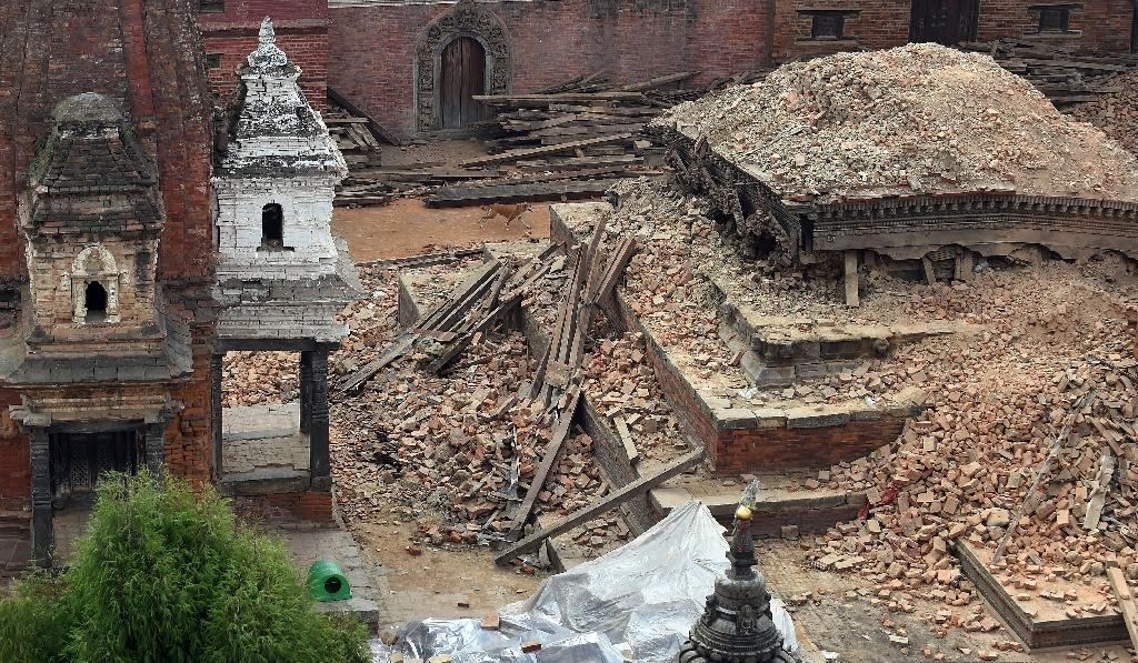 Aid begins to reach desperate quake-hit Nepal villagers