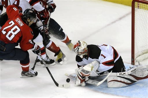 Parise's hat trick helps Devils beat Capitals 5-0