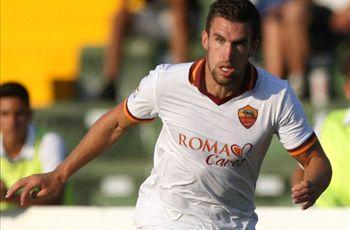 Manchester United target Strootman wants to stay at Roma - agent