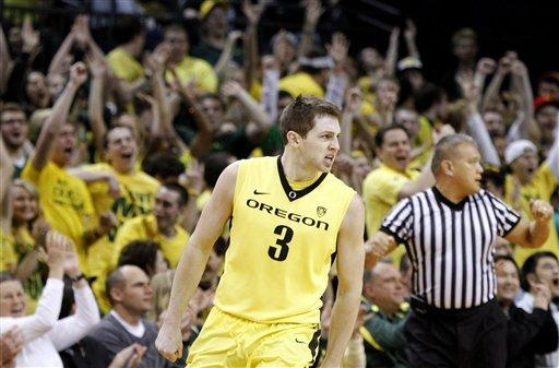 Emory leads Oregon to 82-57 win over Washington