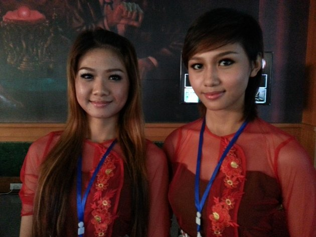 Volunteers for the SEA Games Aykare (left) and Zin Wint.