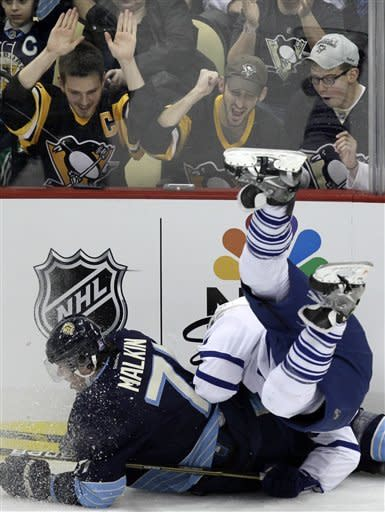 Penguins win 7th straight, beat Maple Leafs 3-2