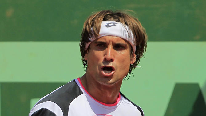 Spain's David Ferrer reacts as he plays Russia's Mikhail Youzhny during their third round match in the French Open tennis tournament at the Roland Garros stadium in Paris, Saturday, June 2, 2012.  (AP Photo/Bernat Armangue)