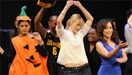 Eva Mendez, Leslie Bibb, and Rosie Perez dance on stage at